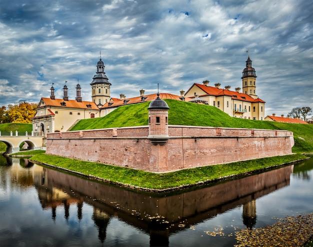 Castello di nesvizh - castello medievale in bielorussia