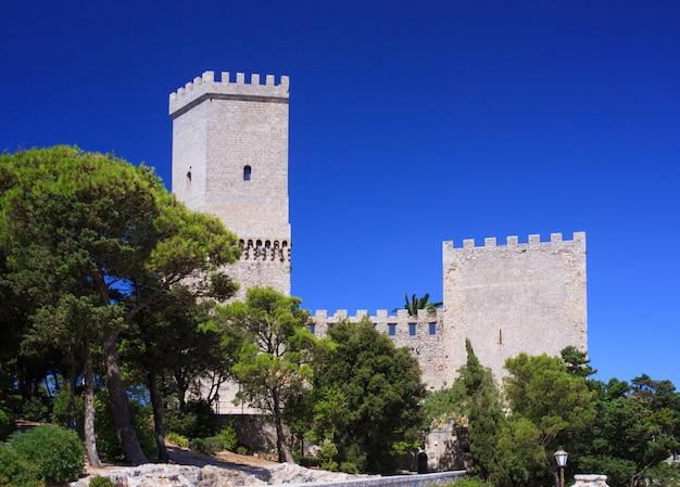 Castello normanno chiamato torri del balio, erice