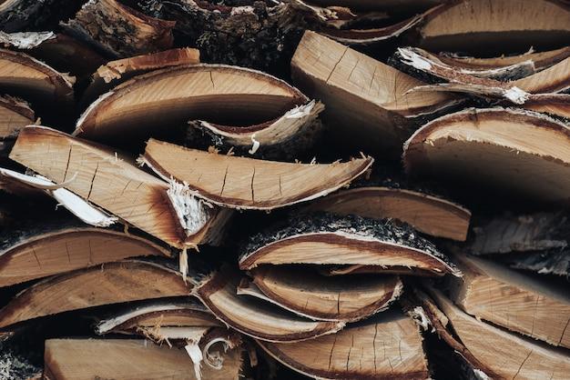 Catasta di legna di betulla, trama di tronchi per accendere un fuoco