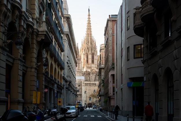 Cattedrale di barcellona durante l'alba, barri gothic quarter a barcellona, catalogna, spagna.
