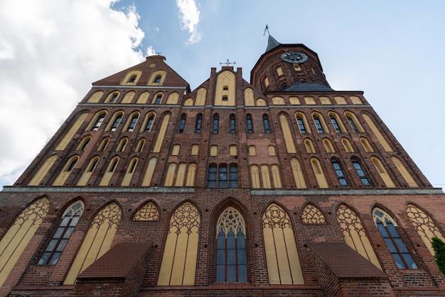 Cattedrale di konigsberg. monumento stile gotico del mattone a kaliningrad, russia.