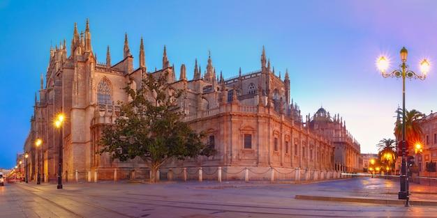 Cattedrale di siviglia al mattino, in spagna