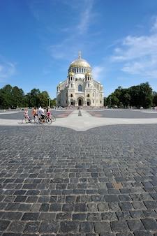 Cattedrale navale di san nicola taumaturgo - la cattedrale ortodossa di santk-pietroburgo (kronstadt)