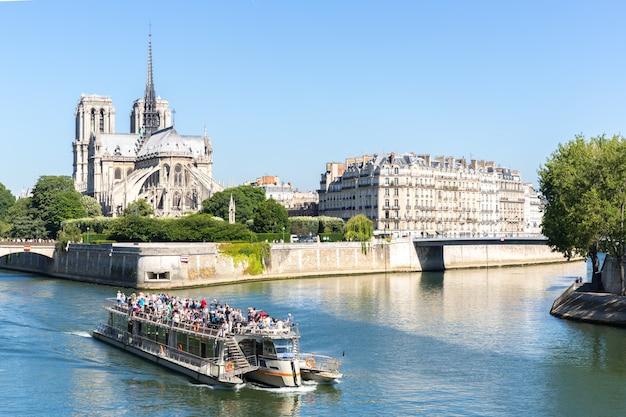 Cattedrale notre dame di parigi con crociera