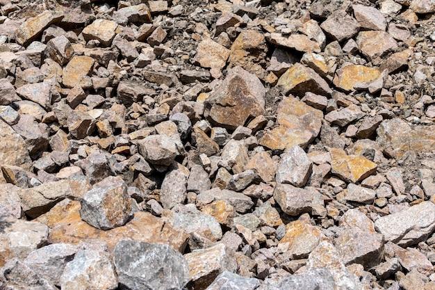 Cava di granito di pietra. sfondo trama di roccia pietra sui precedenti della natura della montagna.