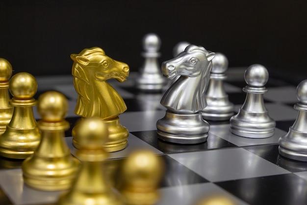Cavalli di scacchi (idee per strategia aziendale, vittoria aziendale)
