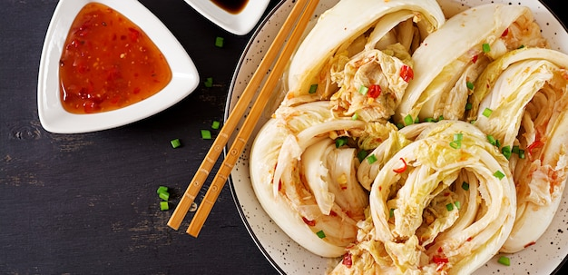 Cavolo kimchi in una ciotola