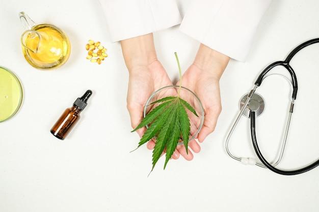 Cbd thc oil cure mediche in laboratorio medico. medicina naturale sulla ricerca clinica.