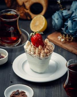Cce crema decorata con fragole
