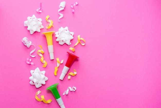 Celebrazione, partito sfondi idee concetti con coriandoli colorati