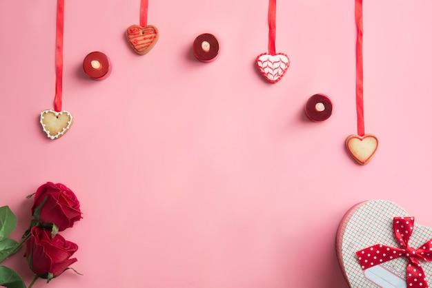 Cena di san valentino su sfondo rosa. vista dall'alto