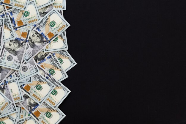 Cento dollari, nuovo 100 dollari usa, sfondo nero.