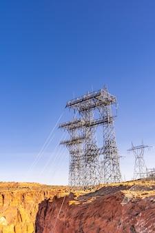 Centrale elettrica sopra la diga