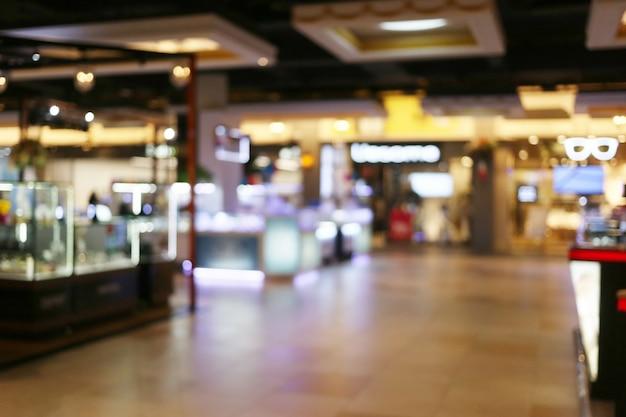 Centro commerciale interno o defocused astratto della sfuocatura del grande magazzino.