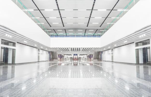 Centro commerciale vuoto
