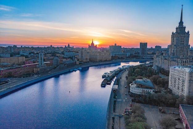Centro della città al tramonto