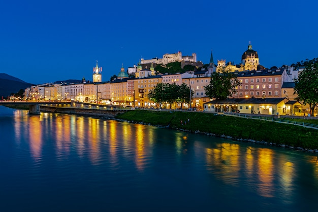 Centro storico di salisburgo di notte