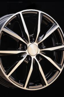 Cerchi in lega per auto in bianco e nero bellissimo moderno elegante design esclusivo individuale