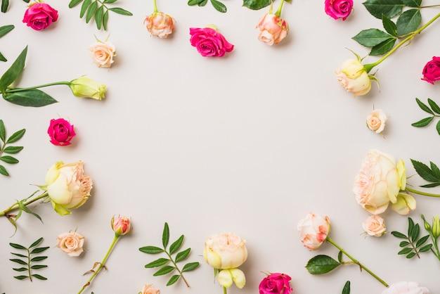 Cerchio da rose e foglie