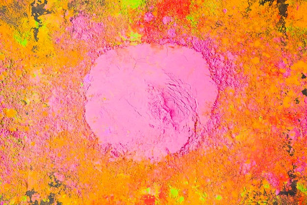Cerchio rosa da polvere sul tavolo