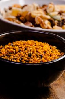 Cereale fritto di alto angolo in priorità alta
