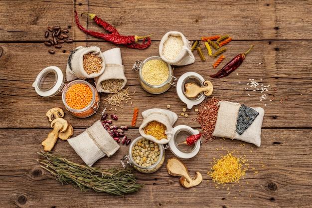 Cereali, pasta, legumi, funghi secchi e spezie