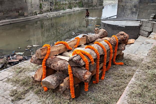 Cerimonia di cremazione
