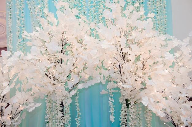 Cerimonia di nozze all'aperto. decorazione di cerimonia di nozze, arredamento bellissimo matrimonio