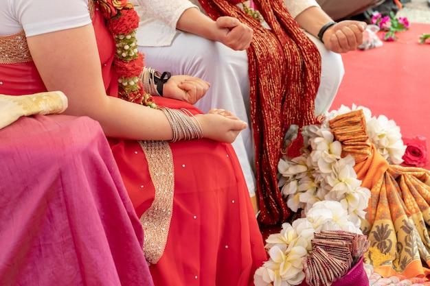 Cerimonia di nozze indiana, decorazioni per rituali etnici tradizionali per il matrimonio