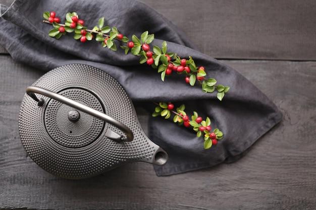 Cerimonia di teiera nera con teiera in stile minimalista