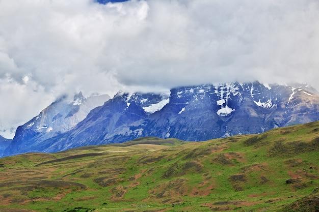 Cerro paine grande nel parco nazionale torres del paine, patagonia, cile