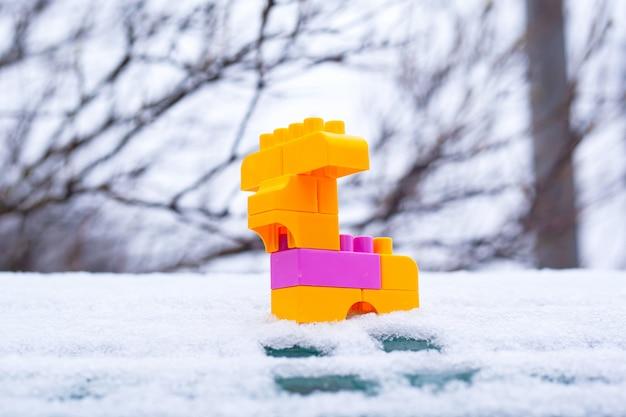 Cervi di inverno di natale del giocattolo, animale del giocattolo nella neve
