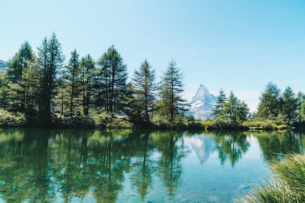 Cervino con il lago grindjisee a zermatt