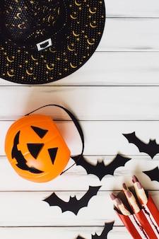 Cesto di jack-o-lanterna e roba crepuscolare di halloween