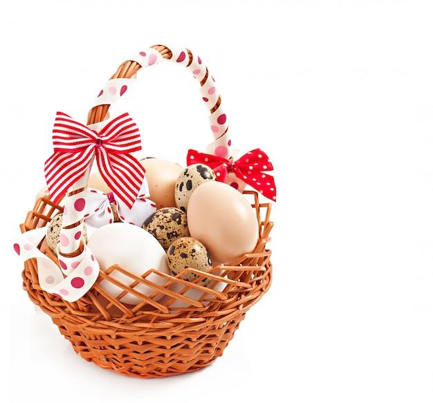 Cesto e uova di pasqua