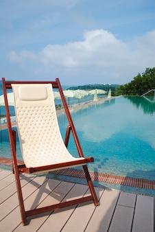 Chaise longue confortevoli per un piacevole relax estivo