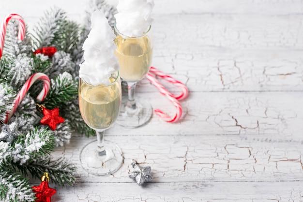 Champagne o prosecco con zucchero filato