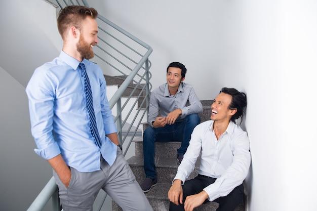 Chat affari lavoro asiatico professionale