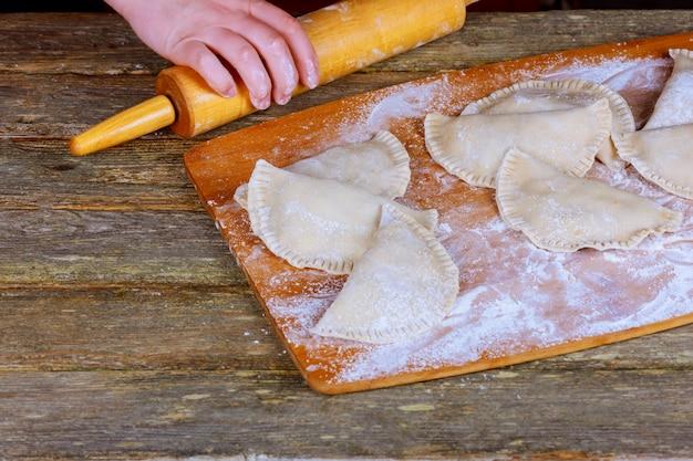 Chebureki, pasticci crudi con carne