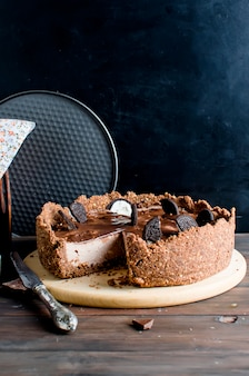 Cheesecake al cioccolato e tazza di caffè