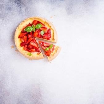 Cheesecake alla fragola e fiori