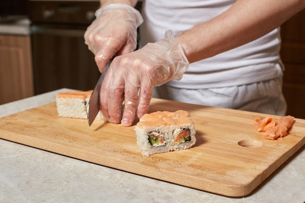 Chef fare sushi