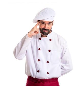 Chef pensando su sfondo bianco