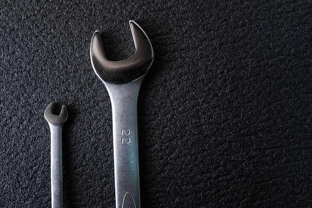 Chiave a due chiavi per riparazione auto professionale