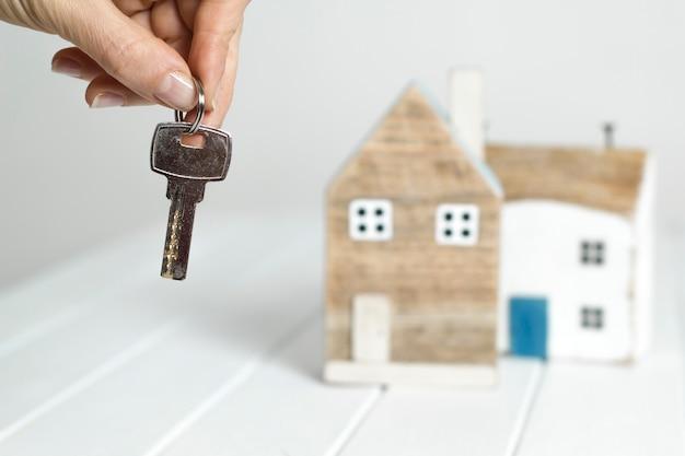Chiave in mano e casa di legno. acquisto di una proprietà.