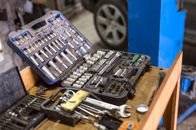Chiavi per riparazioni auto
