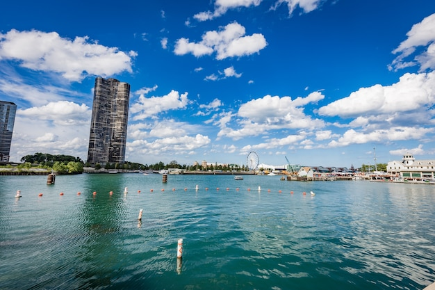Chicago river in una giornata di sole