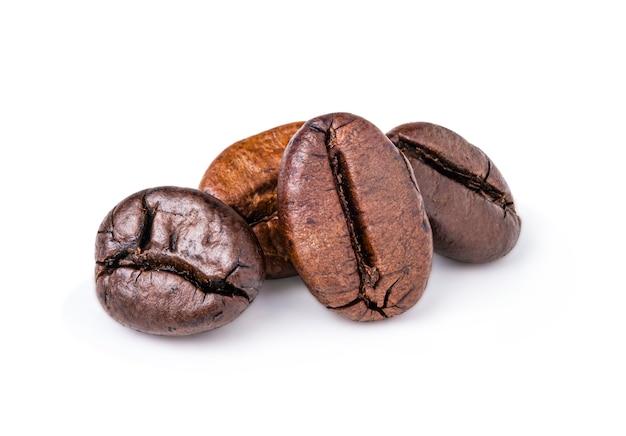 Chicchi di caffè arabica marroni.
