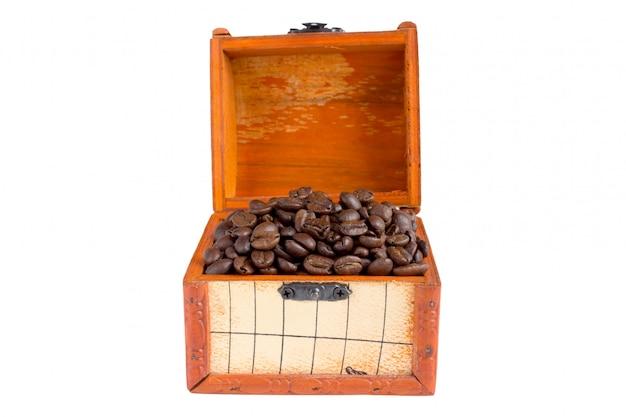 Chicchi di caffè e vecchio scrigno del tesoro
