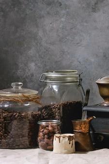 Chicchi di caffè in barattolo